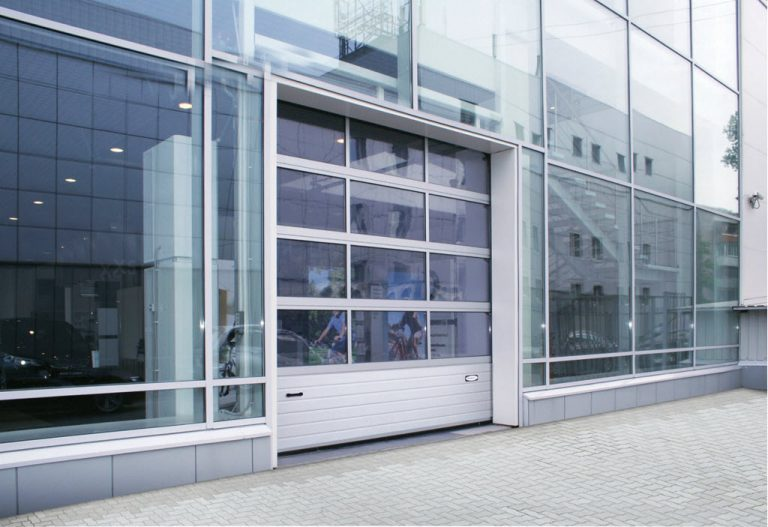 Здания с остекленными фасадами (секционные панорамные ворота)